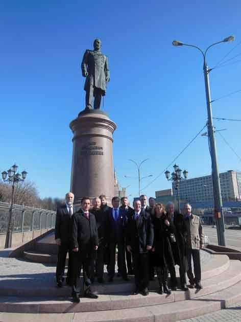 Церемония  возложения цветов к подножию памятника П.А. Столыпину