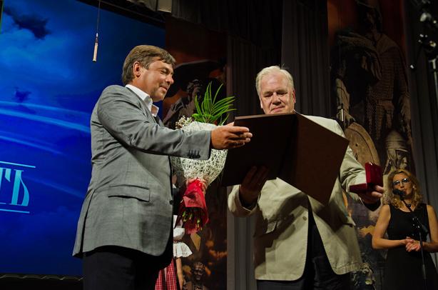 Номинация «Личность»:  Попов Сергей АлександровичВручает премию Пожигайло Павел Анатольевич