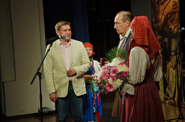Номинация «Созидание»: Иванов Антон ЕвгеньевичВручает премию Кудрявцев Александр Петрович