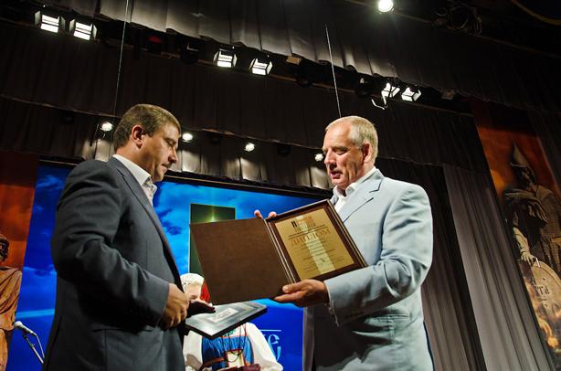 Номинация «Созидание»: Кононов Андрей Анатольевич,Вручает премию Митин Сергей Герасимович