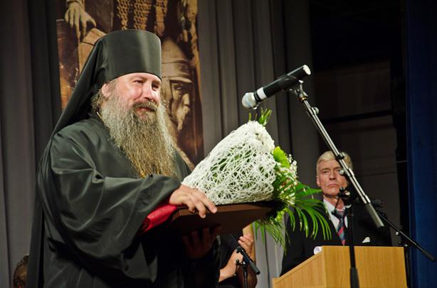 Номинация «Служение»: Игумен ОрестВручает премию Душкина Наталья Олеговна